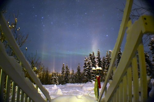 northern light viewing off the deck of Hidden Valley B&B