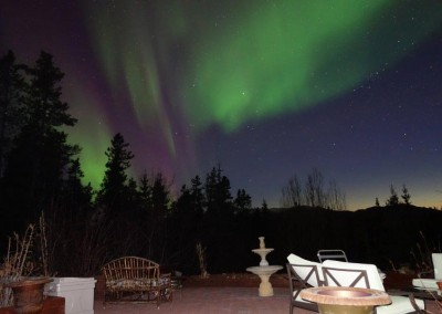 Viewing northern lights at Hidden-Valley-B&B-Aurora-800px