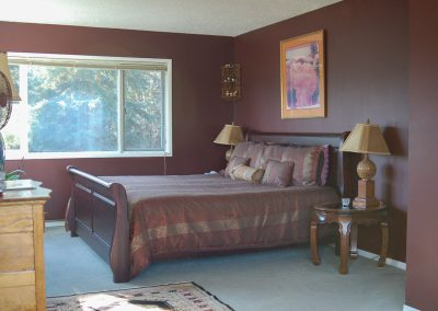 cappuccino suite, king-size bed and south window,, hidden valley bb, yukon
